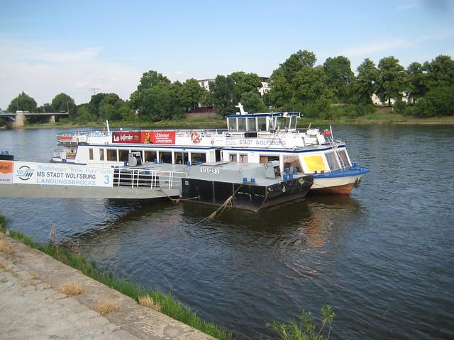 1991 Magdeburg Fahrgastmotorschiff FMS Stadt Wolfsburg von Yachtwerft Köpenick bei Weiße Flotte Elbe-km 327 Nashvillepromenade/Schleinufer in 39104 Mitte