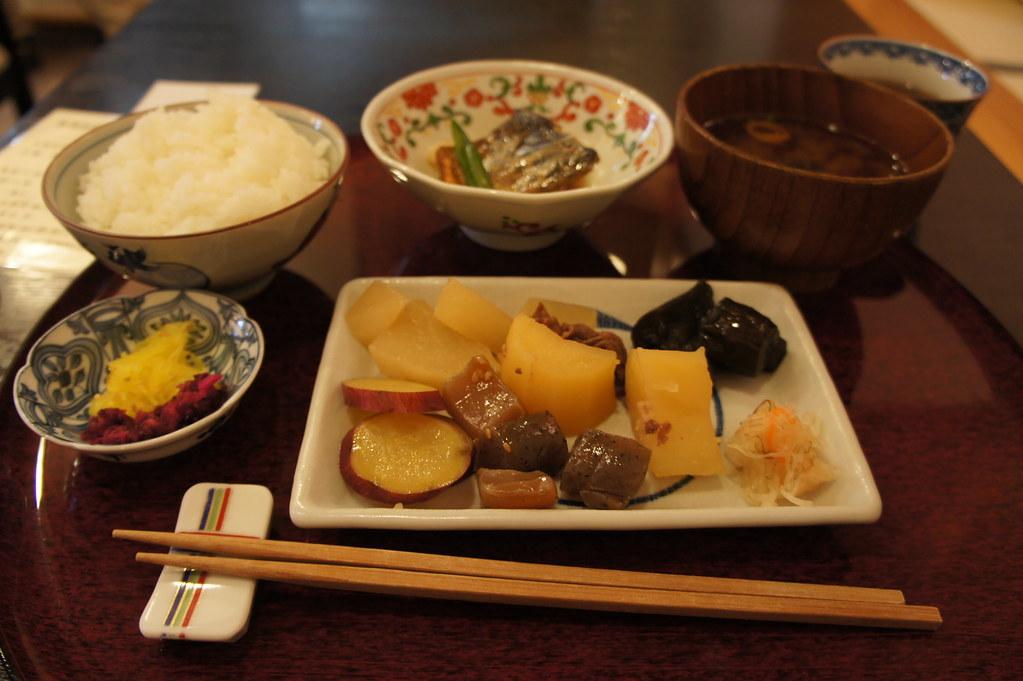 おばんざい Obanzai, a lunch buffet