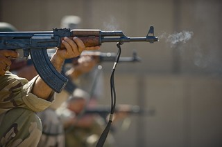 SFS trains IqAF security forces [Image 5 of 9]