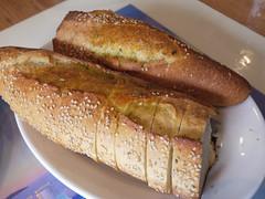 火, 2011-04-19 12:05 - Taverna Kyclades: Bread オイルたっぷりのパン