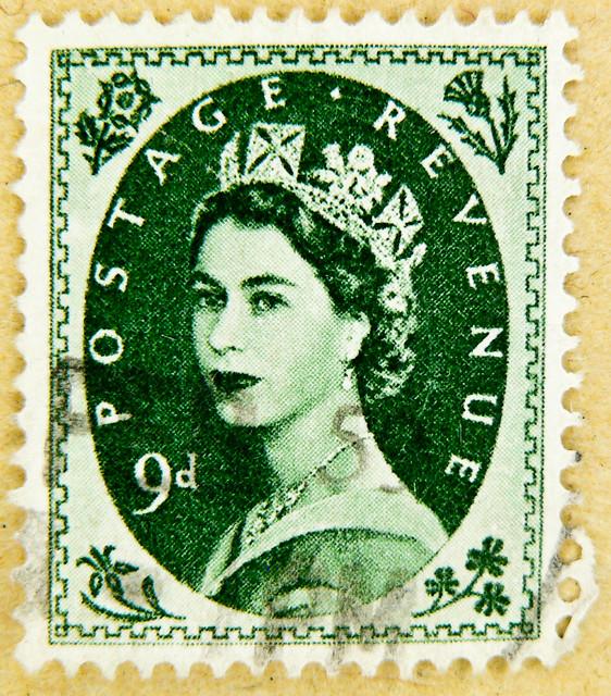 beautiful stamp wilding GB 9D 9d (9p pence) pre decimal green queen QEII elisabeth royal pence penny elizabeth england uk great britain united kingdom postage revenue porto timbre bollo sello marke briefmarke stamp Windsor