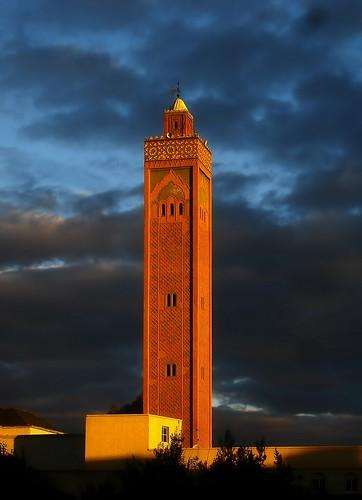 light warm minaret mosque morocco maroc mosquée oujda meczet