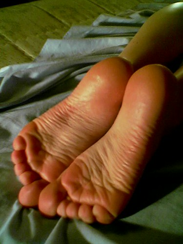 small wrinkled soles on bed | by fagus177