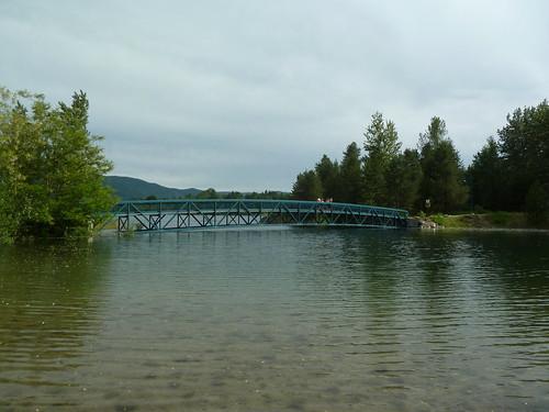 canada river bc footbridge columbiariver highwater castlegar twinriverspark p1090910