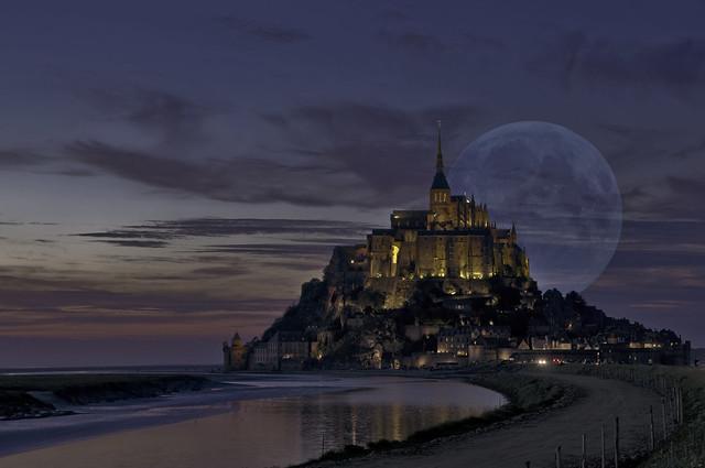 Moon at St Michel