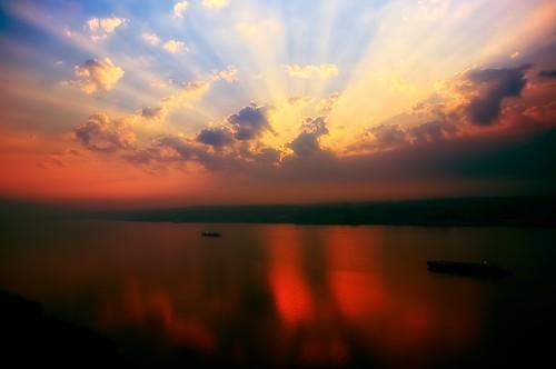 cloud sun ny newyork reflection sunrise geotagged dawn boat newjersey ship nj alpine gothamist tug palisade overlook yonkers barge hdr mudpig stevekelley palisadeparkway stevenkelley