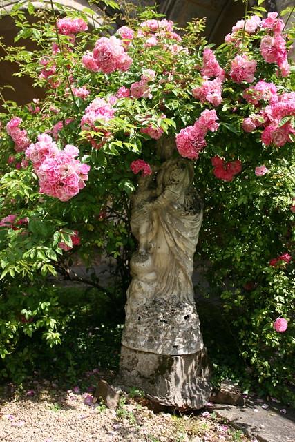 Statue dans le cloitre de St Front