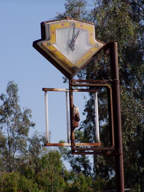 20060429 Arrow Clock