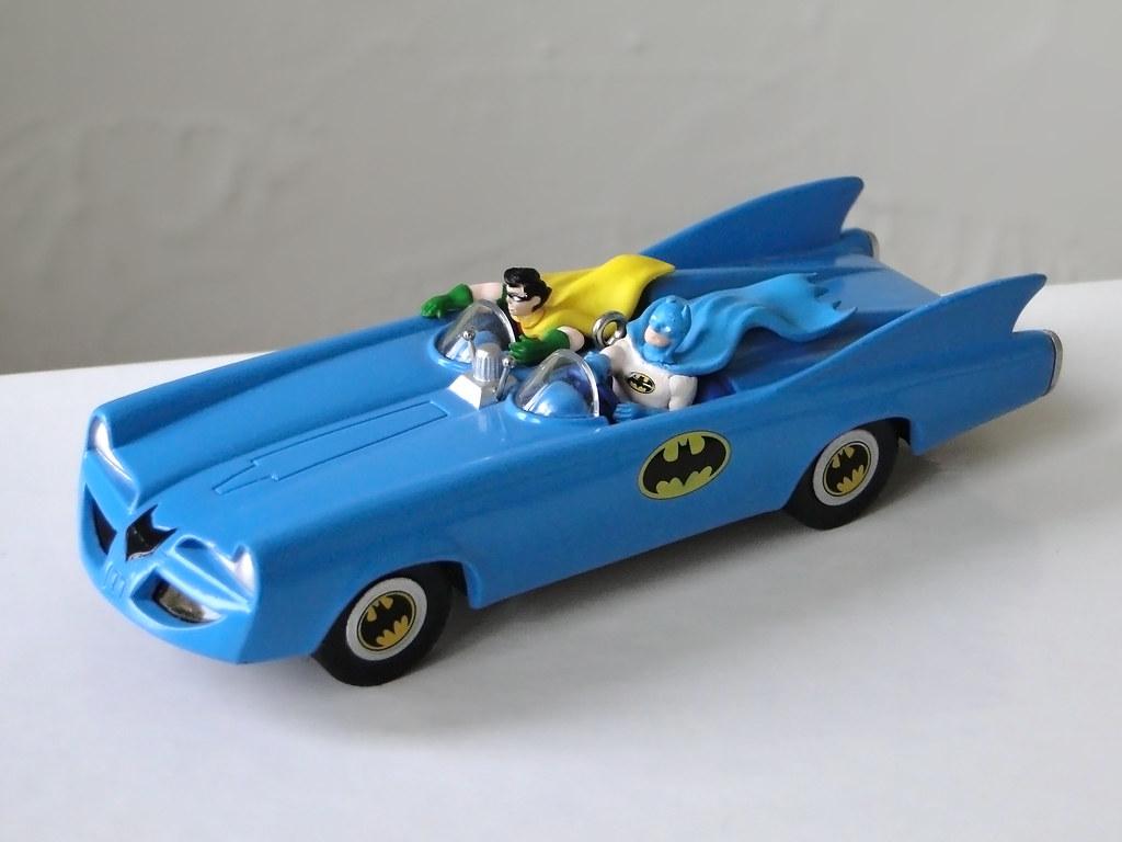 Hallmark Batmobile  60/'s Vintage Batmobile  Batman  1995 Keepsake Ornament