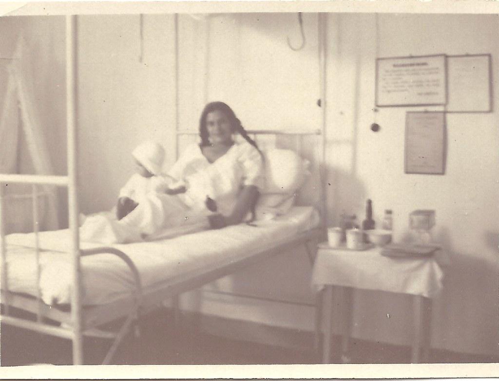 oma Ypey van Belkum met oom Dirk in het ziekenhuis