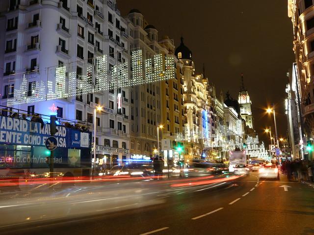 Calle Gran Vía (Madrid) durante las fiestas de Navidad