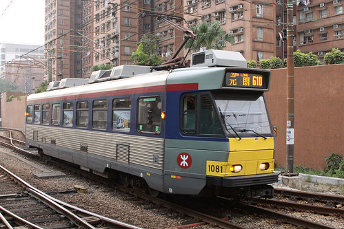 Phase 2 LRV 1081 arrives at Siu Hong on route 610