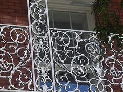 木, 2010-12-02 10:19 - 飾り用鉄細工 Decorated Ironwork Balconie and Gallery French Quarter, New Orleans
