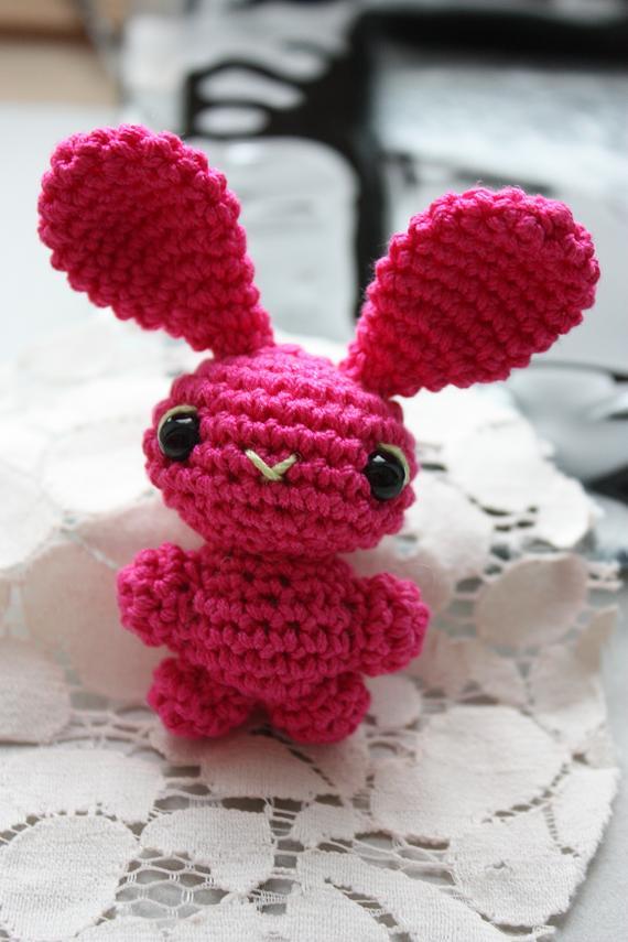 LucyRavenscar - Crochet Creatures: Free Pattern: Tiny Rabbit Amigurumi | 855x570