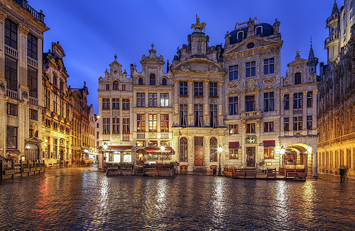 brussels wet rain architecture canon reflections la grande twilight europe place belgium dusk shift bluehour markt tilt brüssel tse grote belgien 17mm