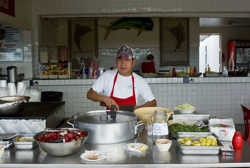 preparing tacos at Los Traileros | by wisley