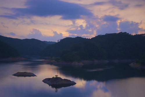 japan 夕暮れ 空 水 湖 水面 湖面 北広島町 広島県