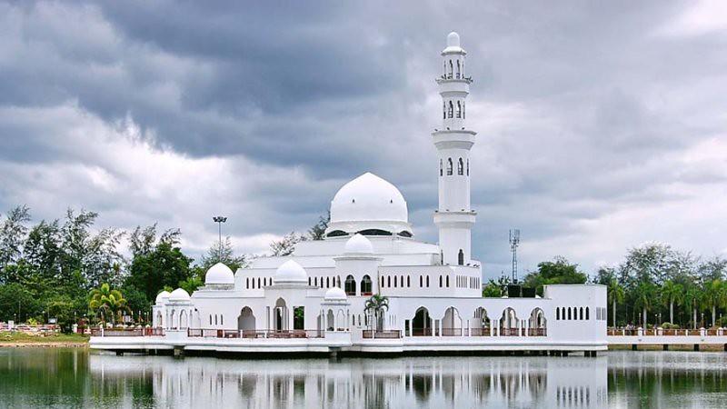 Image result for masjid tengku