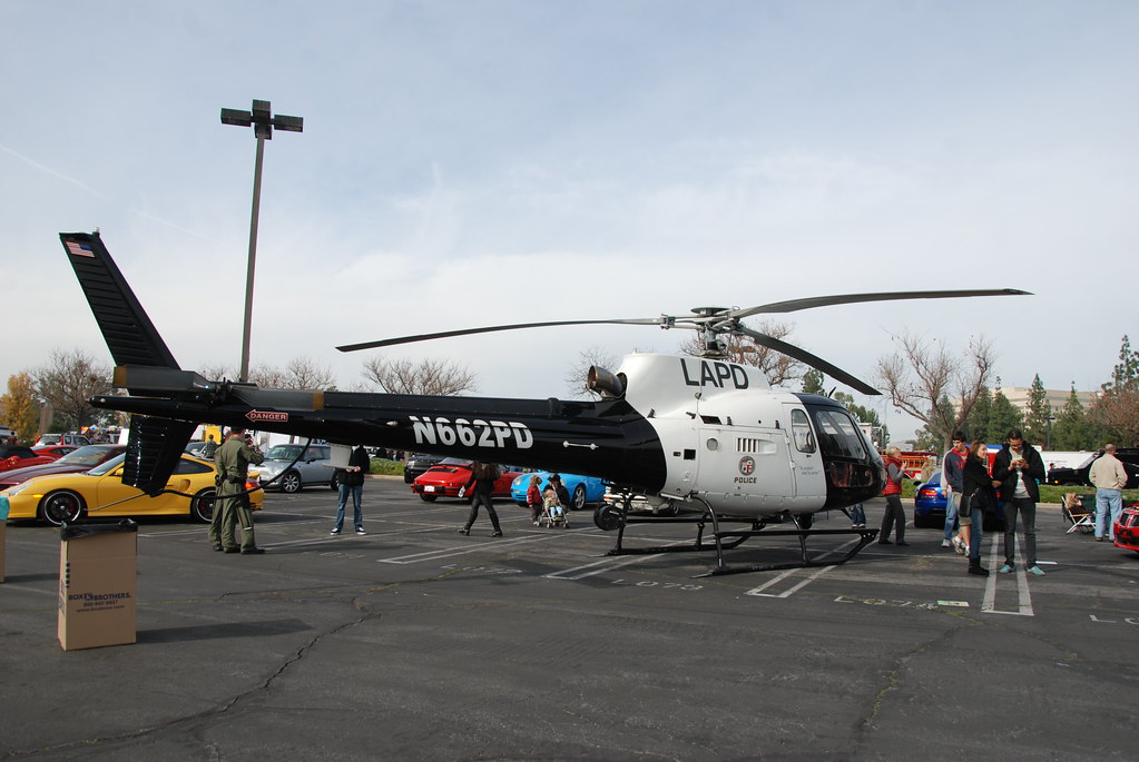 LOS ANGELES POLICE DEPARTMENT (LAPD) HELICOPTER N662PD - a