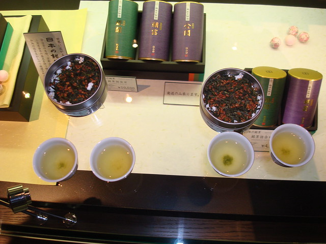 Tea samples at Fukujuen Tea Store