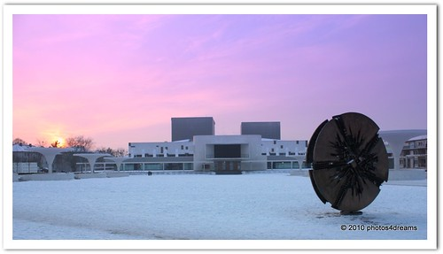pink sunset snow architecture theatre framed frame architektur local darmstadt architettura sculpure arnaldopomodoro staatstheater grandedisco flickraward photos4dreams photos4dreamz p4d