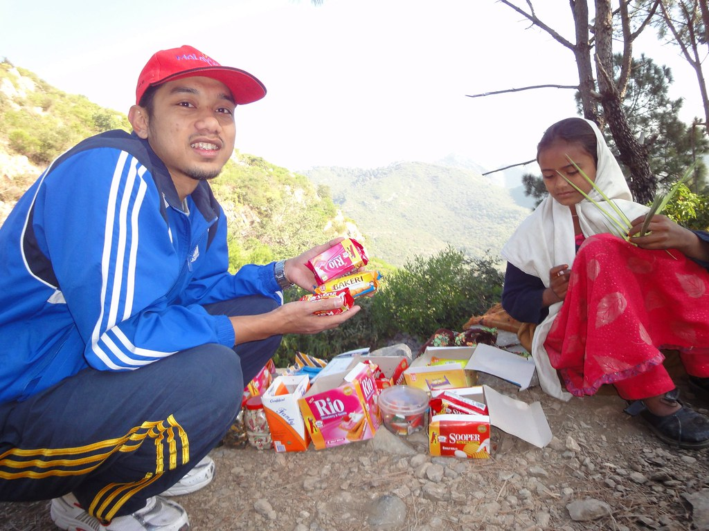 Local Native Girl Selling Biscuits | Hiking at Margalla Hills up to Pir Sohawa | Islamabad, Punjab Province, Pakistan | 28 11 2010