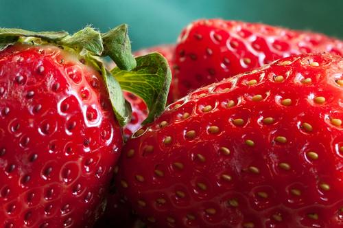 red macro green strawberry nikon seeds tamron d90 tamron9028