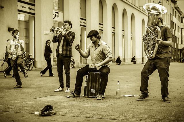 Swinging Street Band