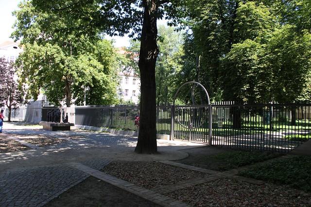 Vor dem Alten Jüdischen Friedhof