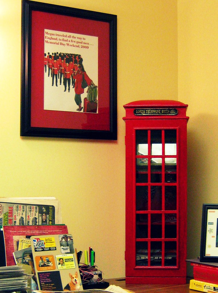 London phone booth bookcase | When I look left, this is what