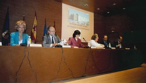 Junto a la catedrática de Sociología María Ángeles Durán en el acto de graduación de alumnos | by Patxi Aldecoa