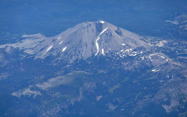 Mountain in norhtern CA - Shasta maybe?