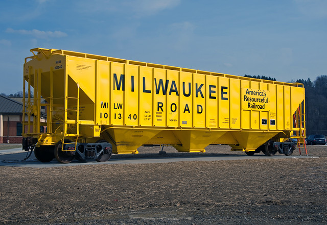 Milwaukee Road PS2 Covered Hopper