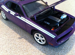 Highway 61 2010 Dodge Challenger RT Plum Crazy Diecast Model Car