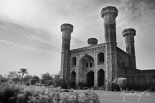Chauburji | Chauburji (Urdu: ﭼﻮﺑﺮﺟﻰ) (Chau meaning: four, bu… | Flickr