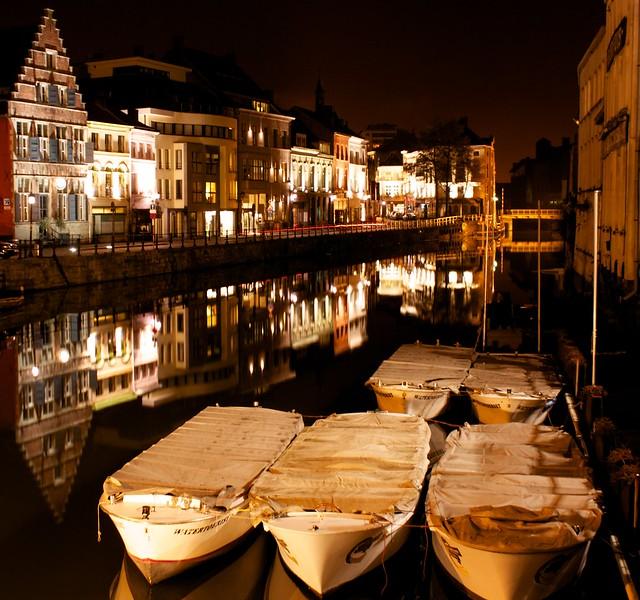 A walk along Gent at night...