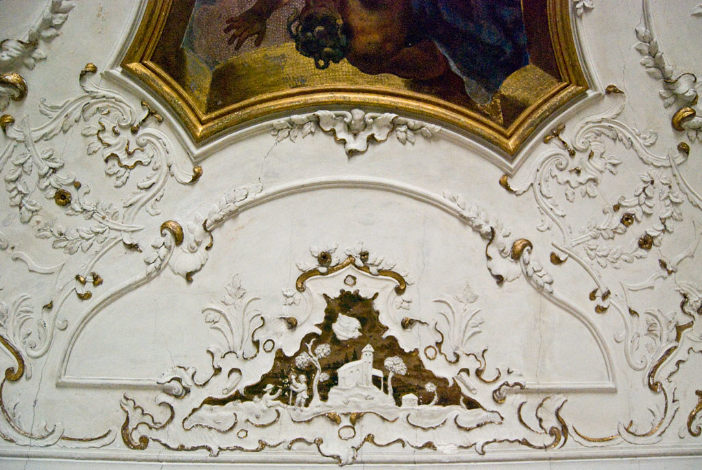 Gold and plaster decorations