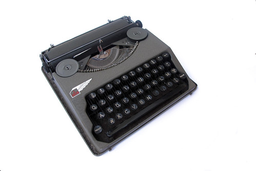 Ala portable typewriter (5) | by shordzi