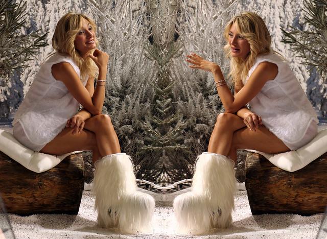Donna alla specchio