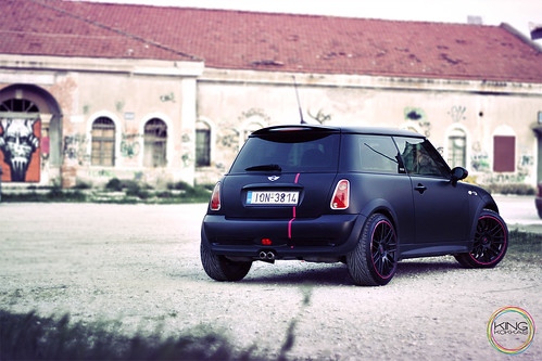 Mini Cooper S // Matt Black-Pink