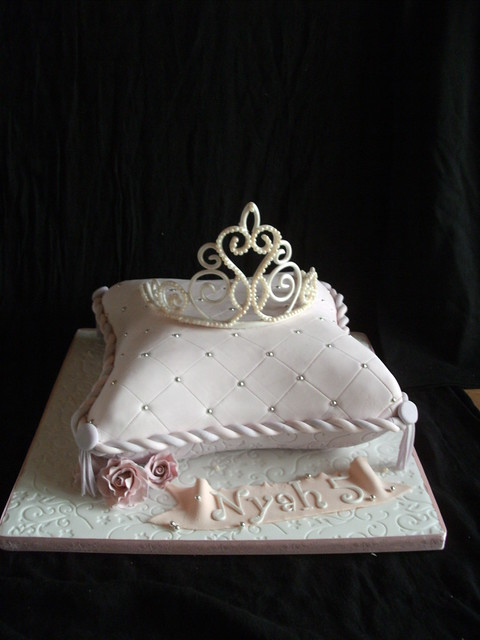 Pillow cake and edible tiara