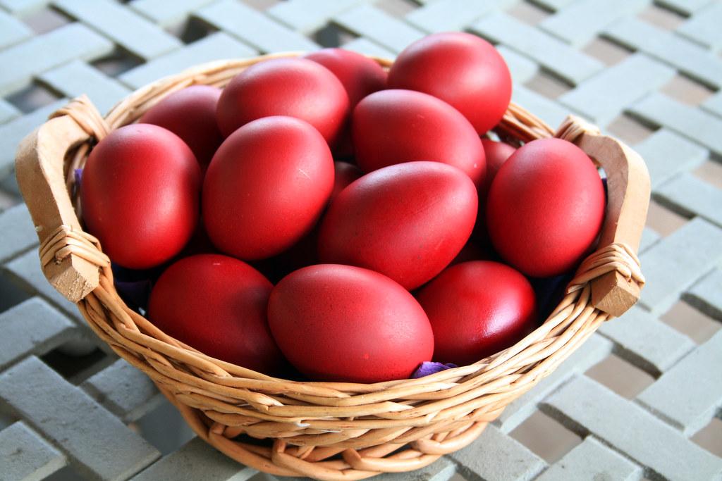სააღდგომო ხასხასა წითელი კვერცხები