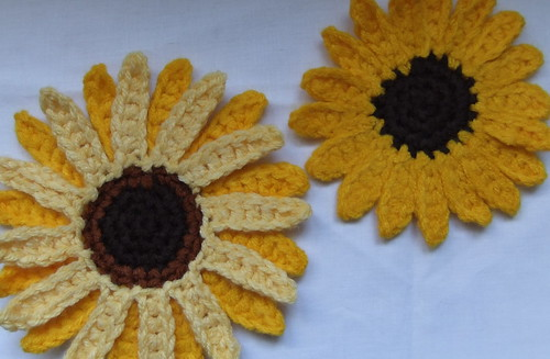 Giant and Dwarf Sunspot Sunflower Crochet Patterns (I) | by Siona Karen