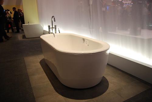 TOTO Bath Tub