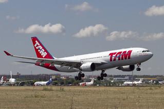 TAM Airbus A330-203 PT-MVK