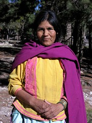 Señora en el camino entre Las Canoas (Durango) y Santa Lucia de la Sierra, Zacatecas, Mexico