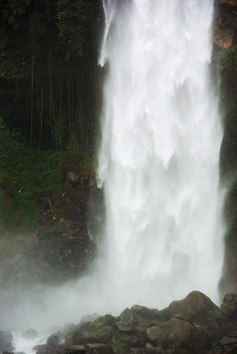 voyage travel nature water indonesia java waterfall asia eau solo bo asie noise cascade jawa chute indonesie noisy bruit surakarta airterjun tawangmangu 1400s flickrpublic grojogansewu imgp9118raw alexh3o
