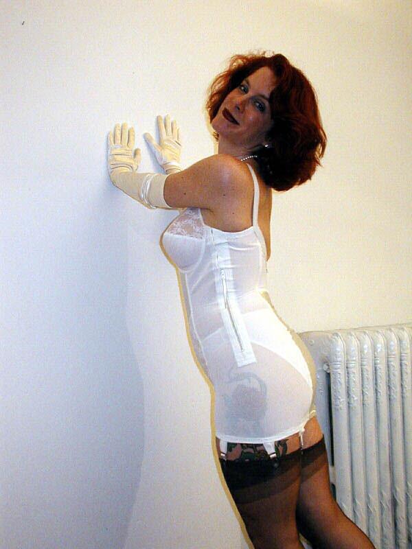 4   Lady Rita models a Smoothie for girdlebound.   Rob
