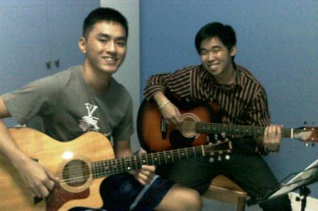 Adult guitar lessons Singapore Leslie