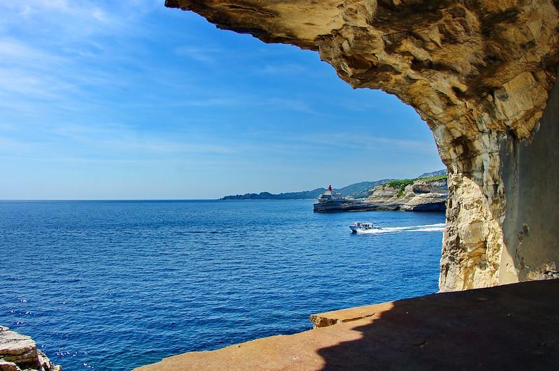 Corse du Sud, Bonifacio 168 le point de vue depuis la bouche à feu en bas du Gouvernail de Corse